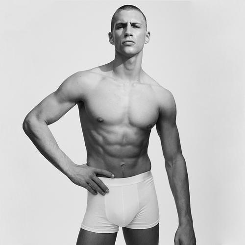 Model in Unterhose