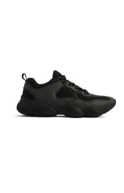 Schwarze Sneaker mit dicker Sohle