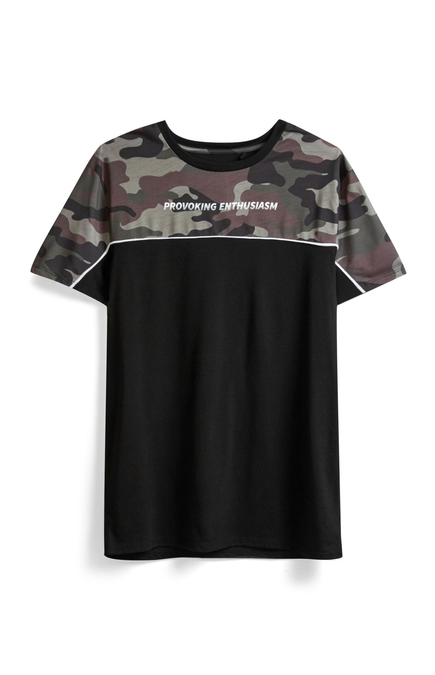 Schwarz gemustertes T-Shirt mit Slogan