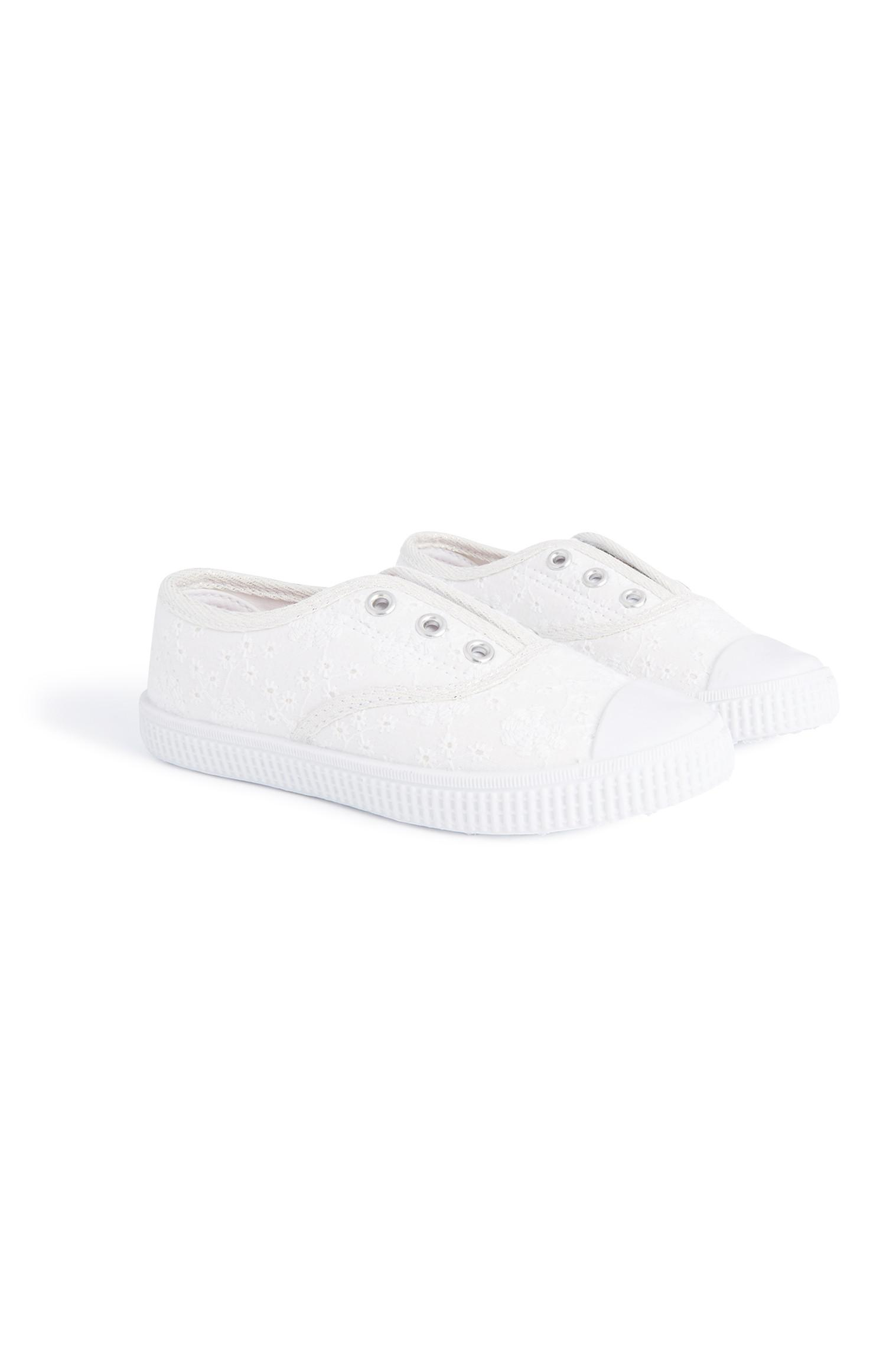 Younger Girl White Laceless Pump