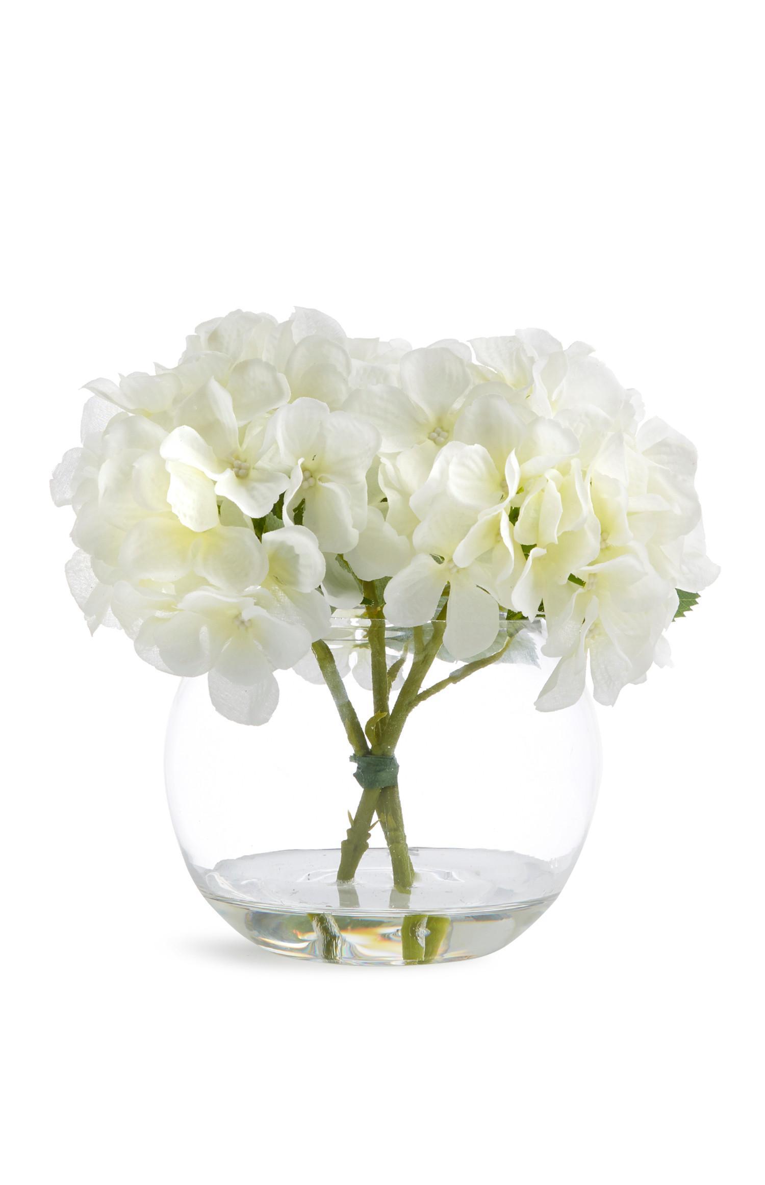 Bol de vidrio con flores artificiales