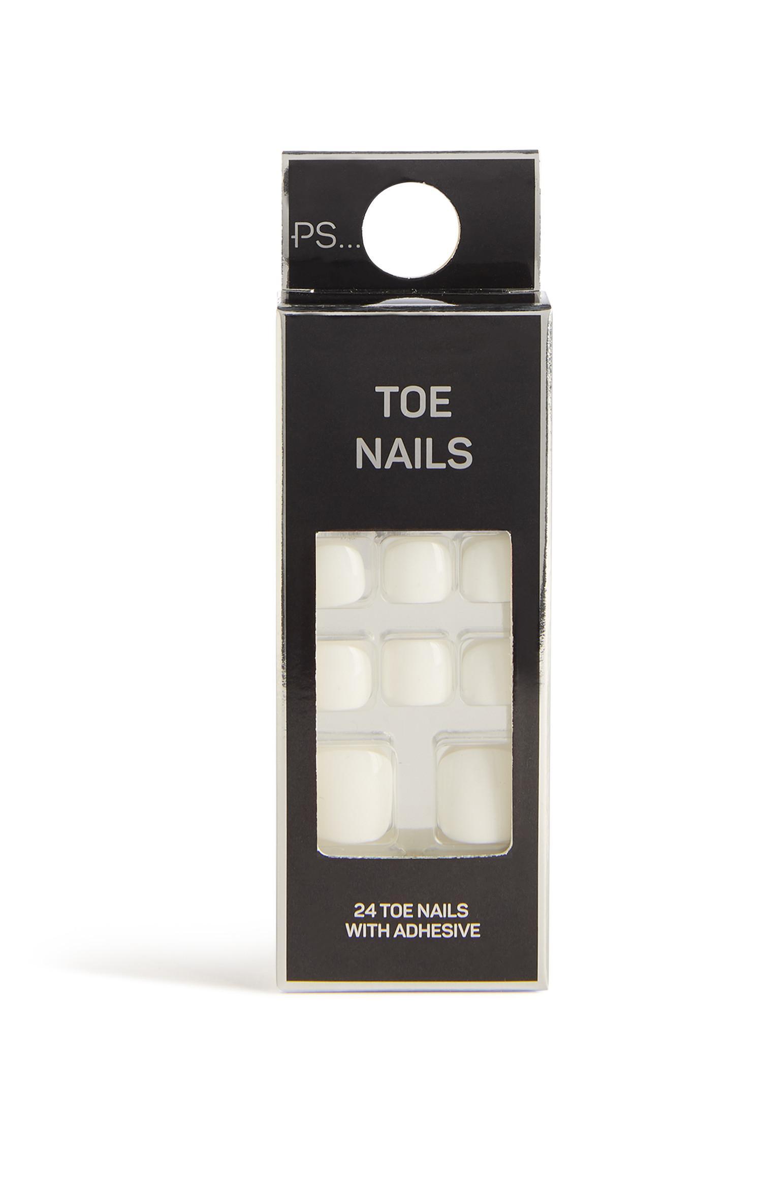 False Toe Nails