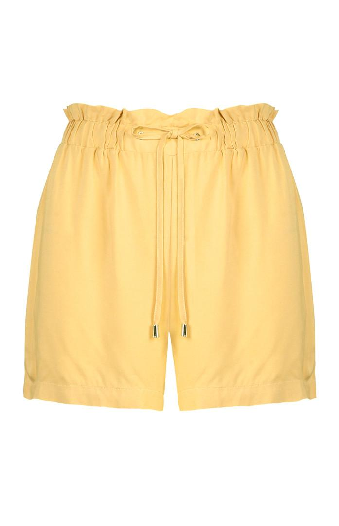 Shorts color senape annodati sul davanti