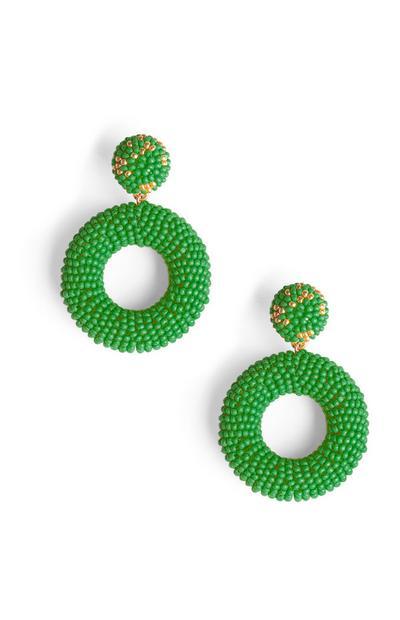 Ohrringe mit grünen Zierperlen