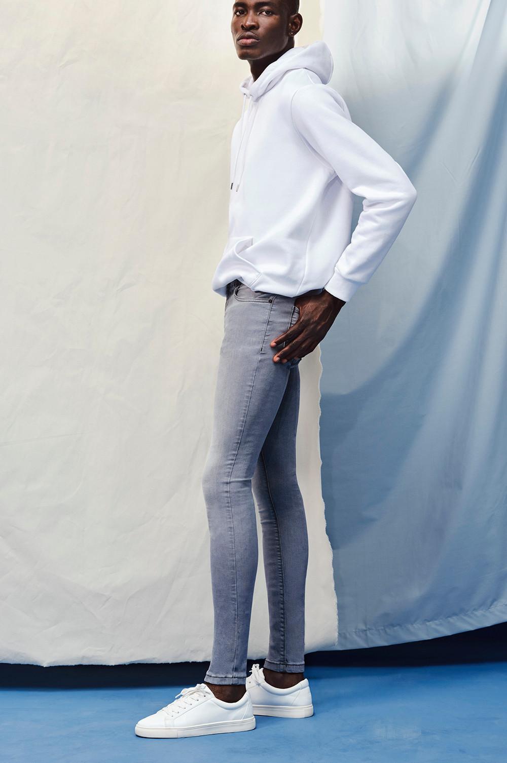 Model wearing The Super Skinny Jean