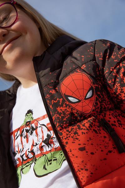Mannequin portant un t-shirt Marvel Iron Man rouge à col rond