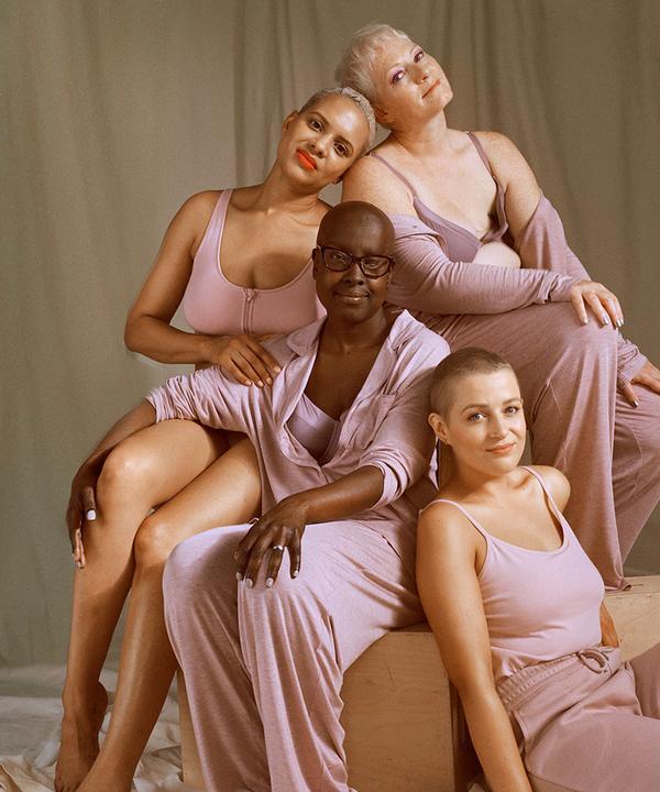 4 smějící se modelky