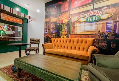 primark-manchester-central-perk-cafe