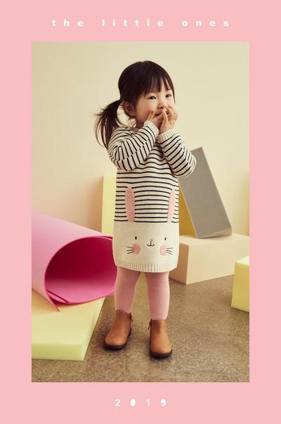 fille portant une robe en tricot
