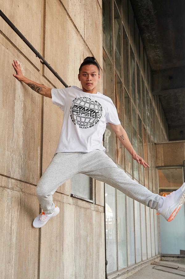 Man in Primark T-shirt