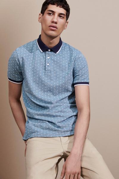 Model in Poloshirt