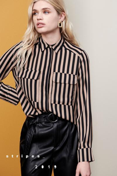 mannequin portant une chemise à rayures