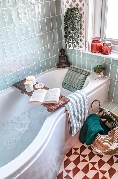 Style clinic calm home bathroom photo