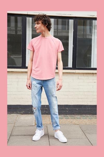 Model wearing pink T-shirt