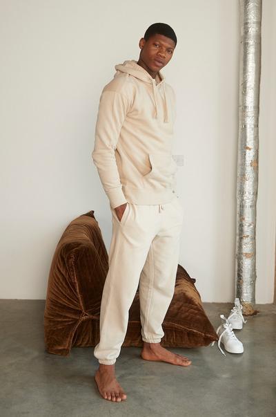 Mannequin portant une tenue d'intérieur de couleur claire