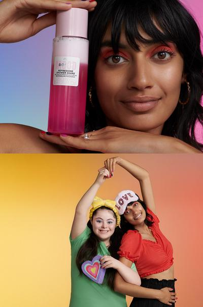 Models with Moodboost Shower Shake