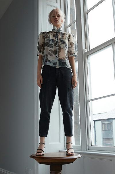 haut en mesh à motif floral
