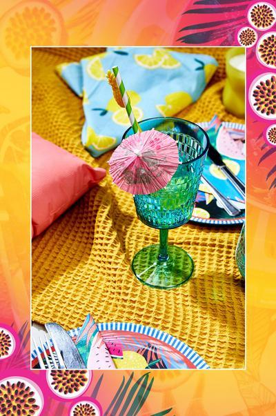 Tropical picnic setting wine glass
