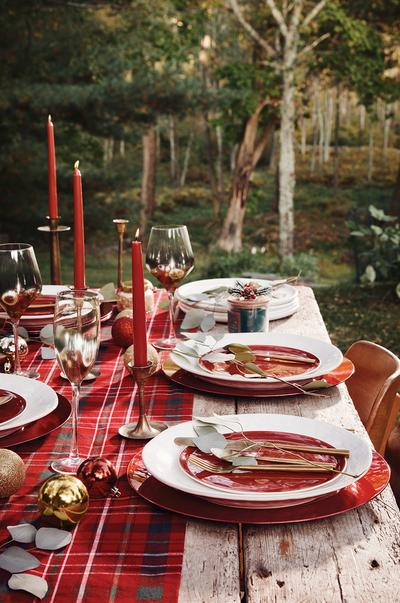 Rote Weihnachtstischdeko