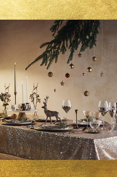 Goldene Weihnachtstischdeko