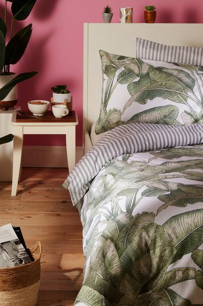 Dormitorio con estampado animal «Tamed Tribe»