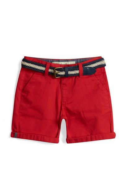 Pantalón corto rojo con cinturón para niño pequeño