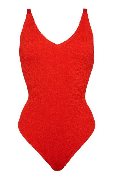 Roter Badeanzug in Knitteroptik