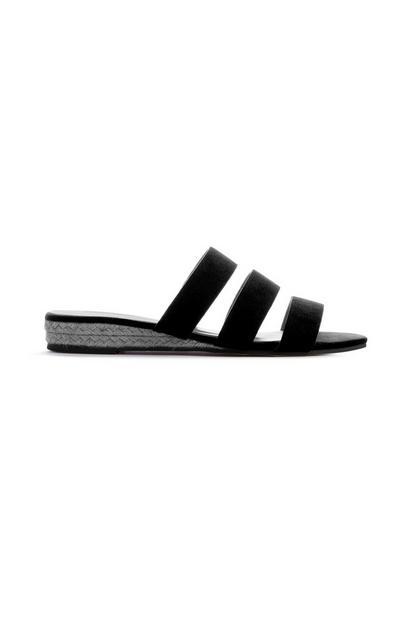 Zwarte sandaal met driedubbele sleehak