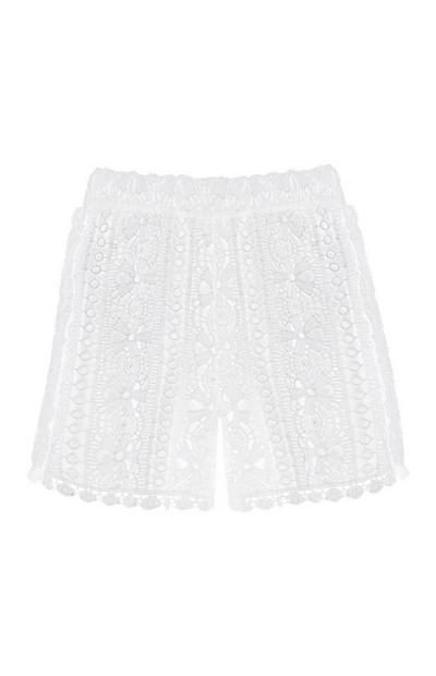 Pantalón corto de encaje blanco