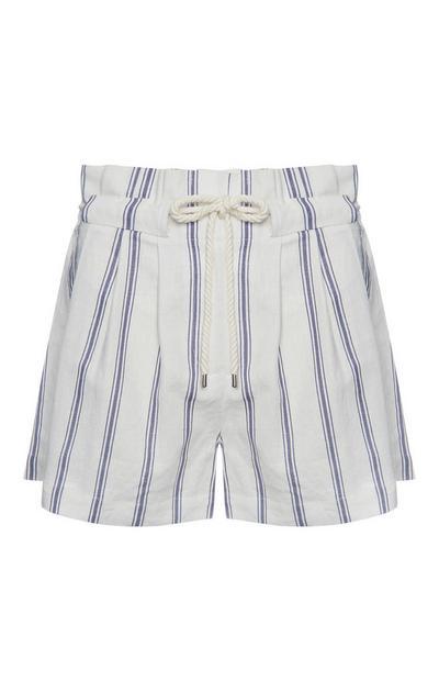 Pantalón corto de lino de rayas azules