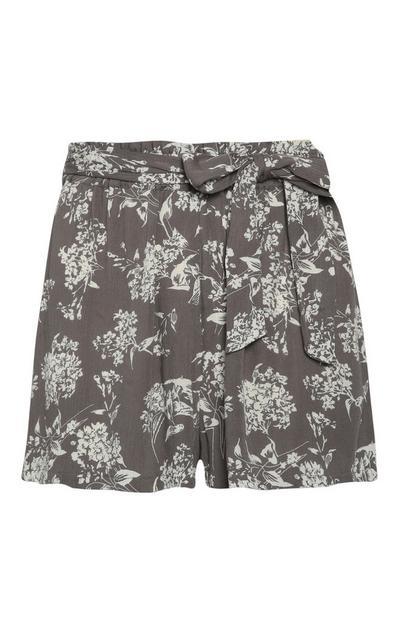 Pantalón corto gris con flores