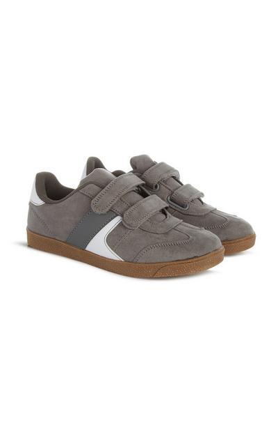 Grijze sneakers, jongens