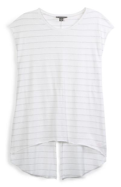 Camiseta blanca con abertura posterior