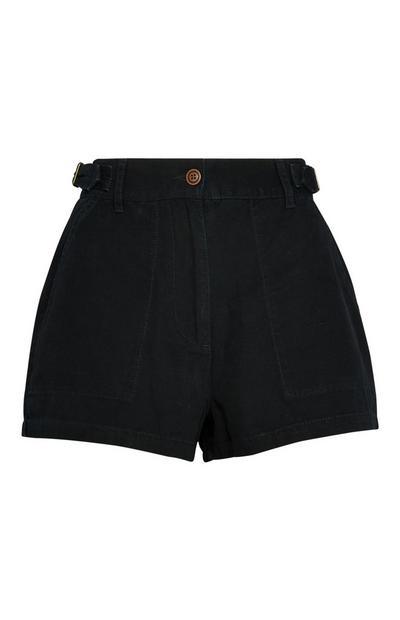 Pantalón corto con bolsillos negro