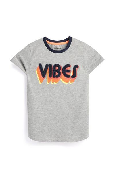 Siva majica za mlajše dečke z napisom vibes