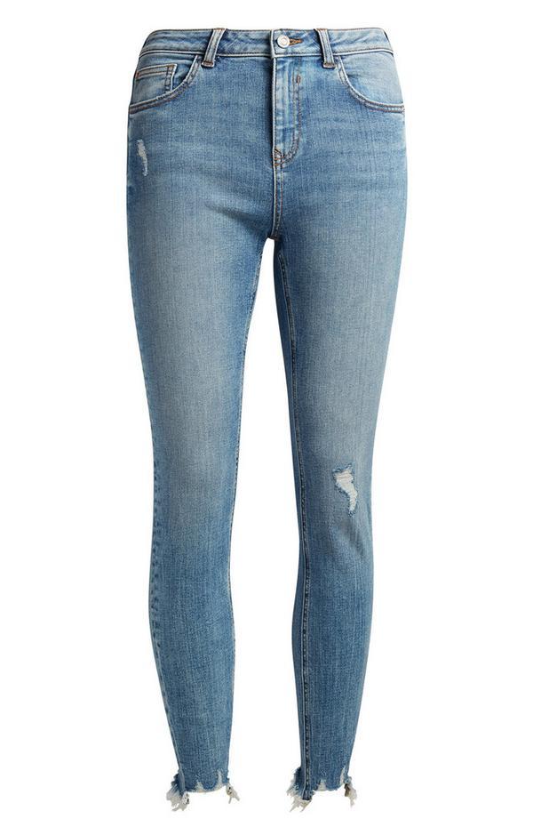 Jean bleu moyen effet vieilli longueur cheville