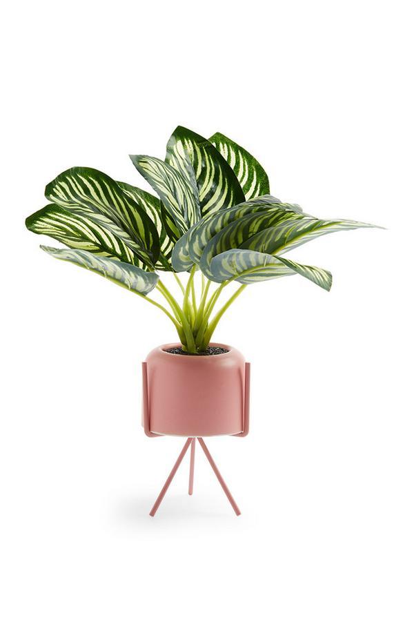 Umetna rastlina v rožnatem lončku s stojalom