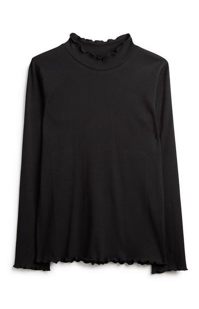Camiseta negra con cuello fruncido de niña mayor