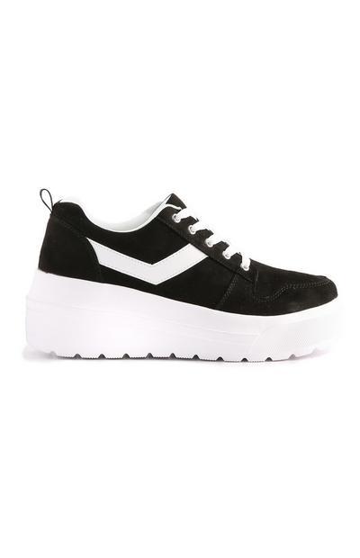 Zwarte sneaker met platformzool
