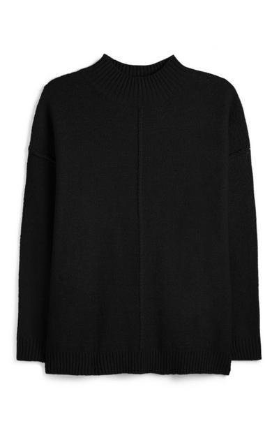 Zwarte trui met omgekeerde naad en rolkraag