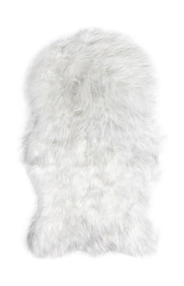 Jeté de lit blanc imitation peau de mouton