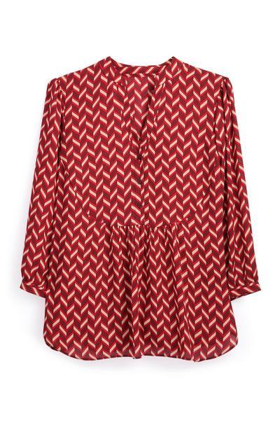 Camisa roja con estampado de mosaico