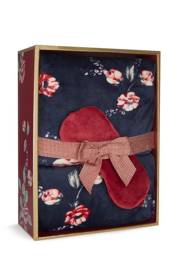 Caja de regalo con pijama azul marino con flores