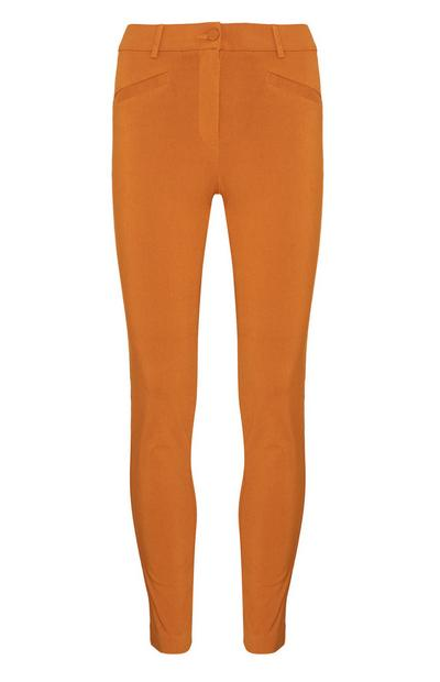 Pantalón entallado color mostaza
