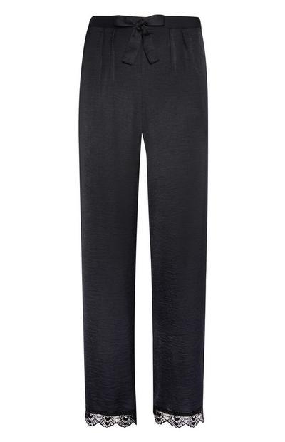 Schwarzer Satin-Pyjama mit Spitze