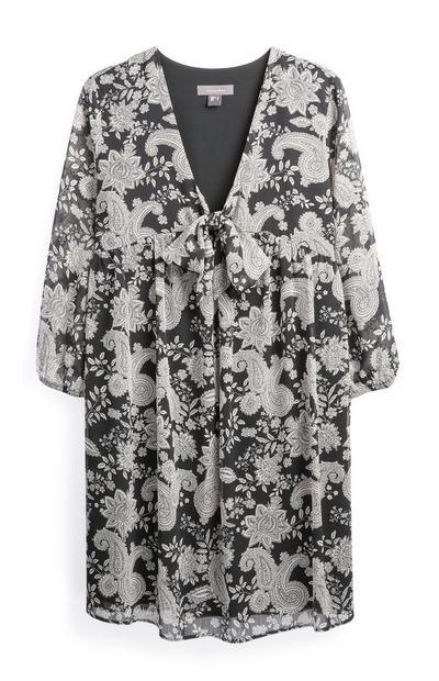 Zwart-witte jurk met knoopstrik aan voorzijde