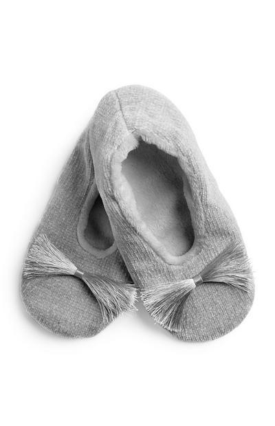 Graue Slippersocken mit Quasten