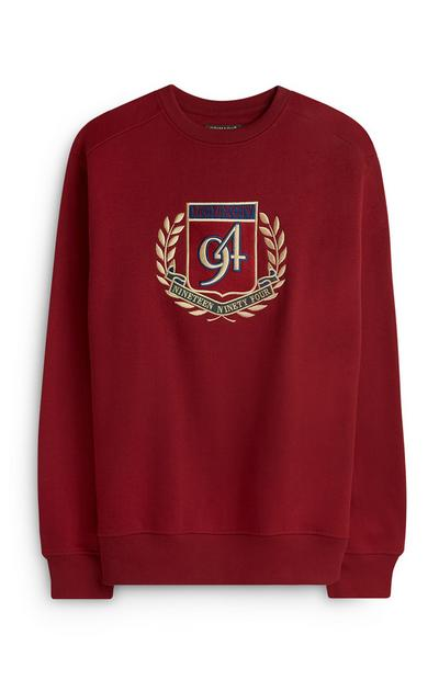 Roter Pullover mit Wappen