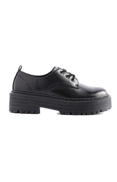 Schwarze Schnürschuhe mit dicker Sohle