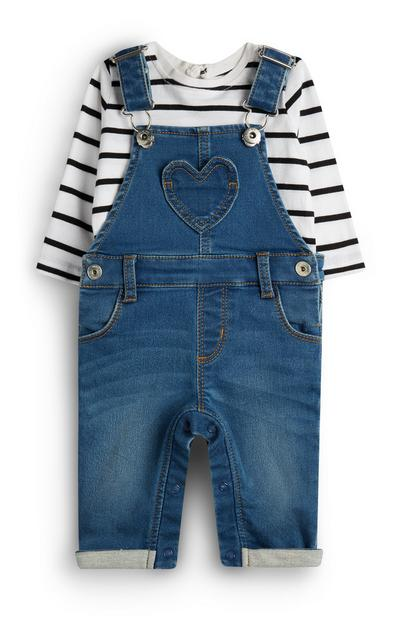 Salopette in denim con T-shirt bianca a righe da bimba